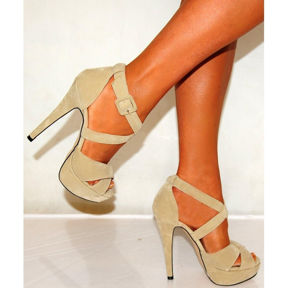 Best Colors to Wear with Beige High Heels – Carey Fashion