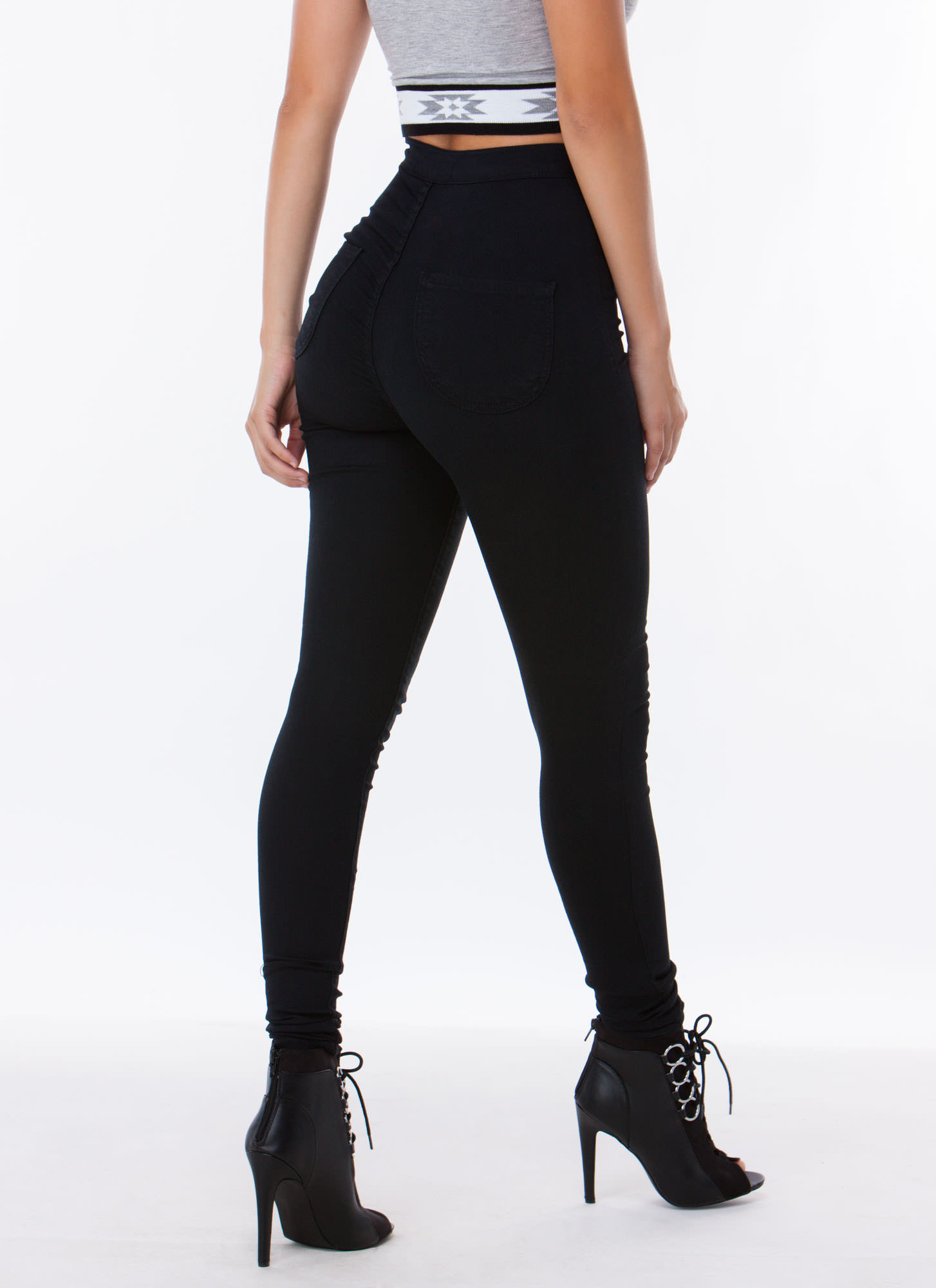 Jeggings are versatile and always on-trend. Style jeggings with pretty pumps for easy weekend style. Shop womens jeggings now.