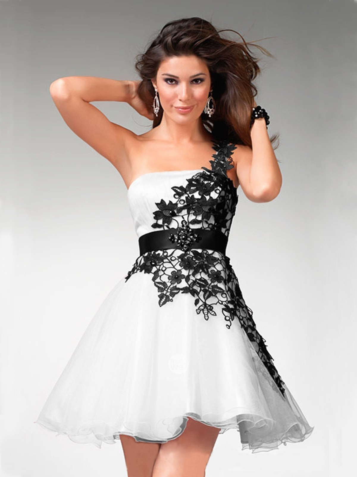 Cute black and white dresses under 5