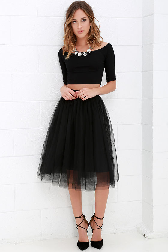 How to Wear A Black Tulle Skirt Professionally ...