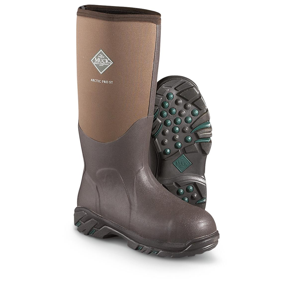 Muck Boots were built for tough environments with thick, muddy terrain. The waterproof performance, warmth-trapping properties and durable rubber construction grant full protection from the elements so you can stay out all day long.