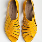 What Goes with Yellow Flats – Outfit Tips