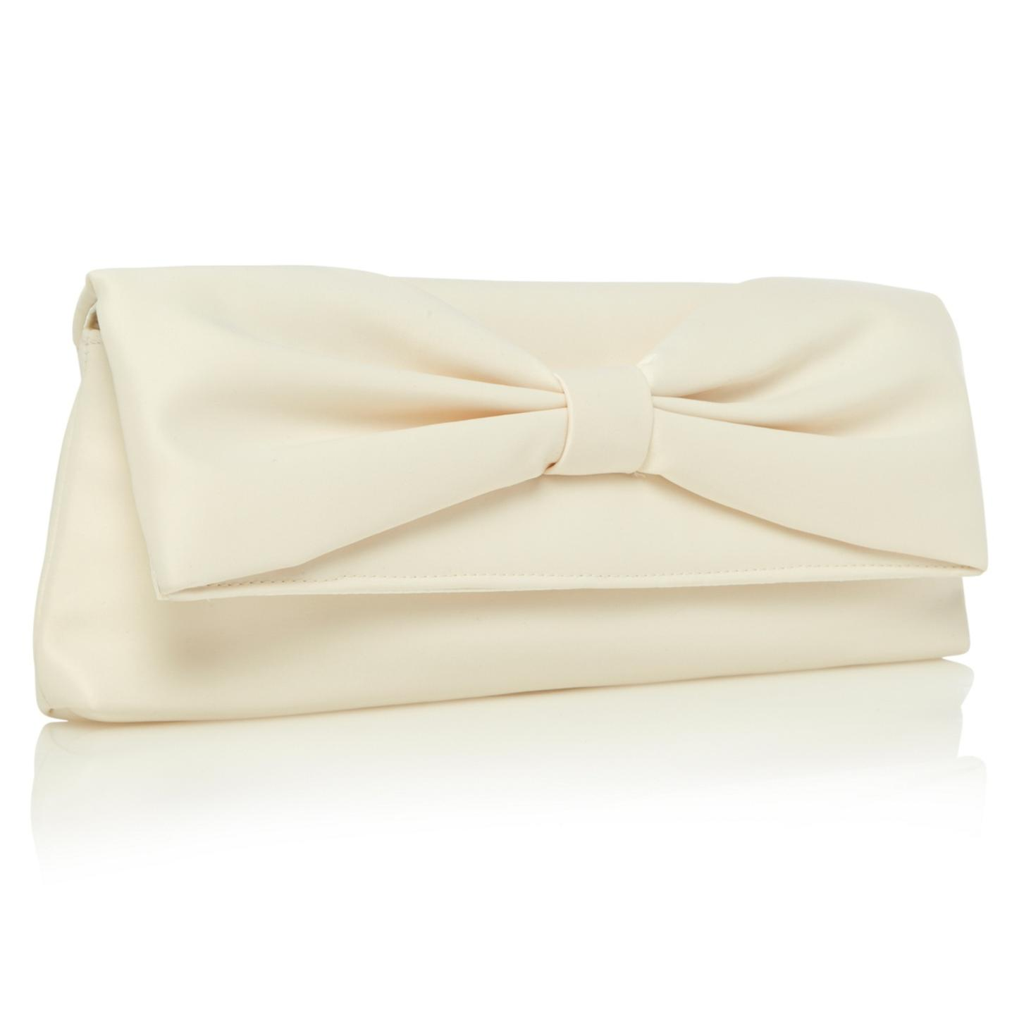 How to Incorporate A Cream Clutch Bag in Your Outfit