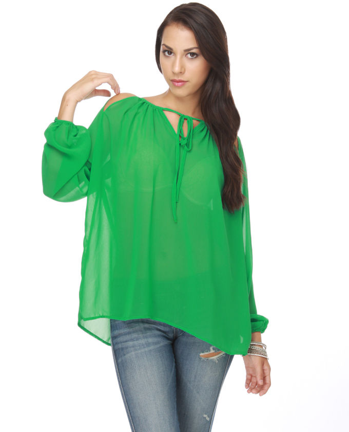 What to Wear with Green Tops