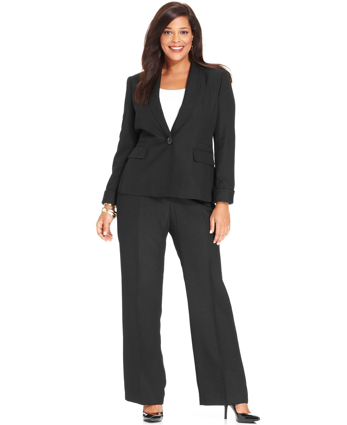 Lady's Pant Suit Styles