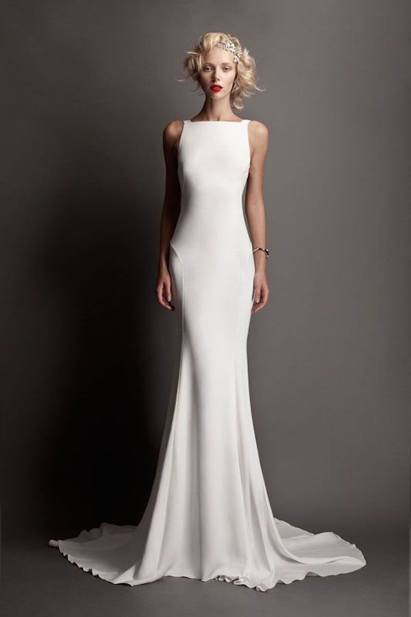 Advantages of Wearing Sheath Wedding Dresses
