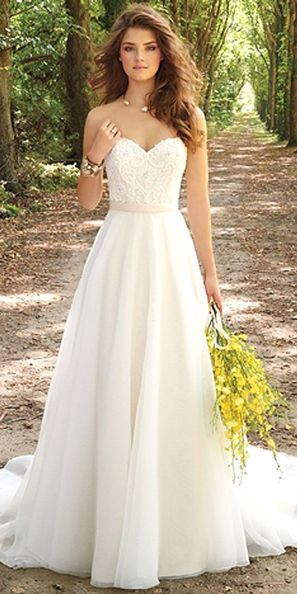 How to Pick A Simple Wedding Dress