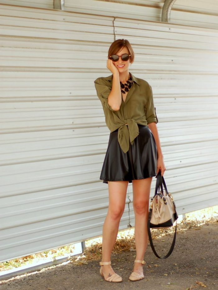 Which tops can I wear with skater skirts in 2021?