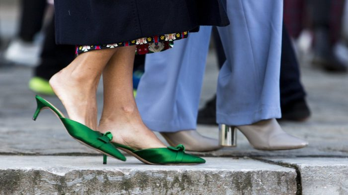 50 ways to style colorful shoes in 2021