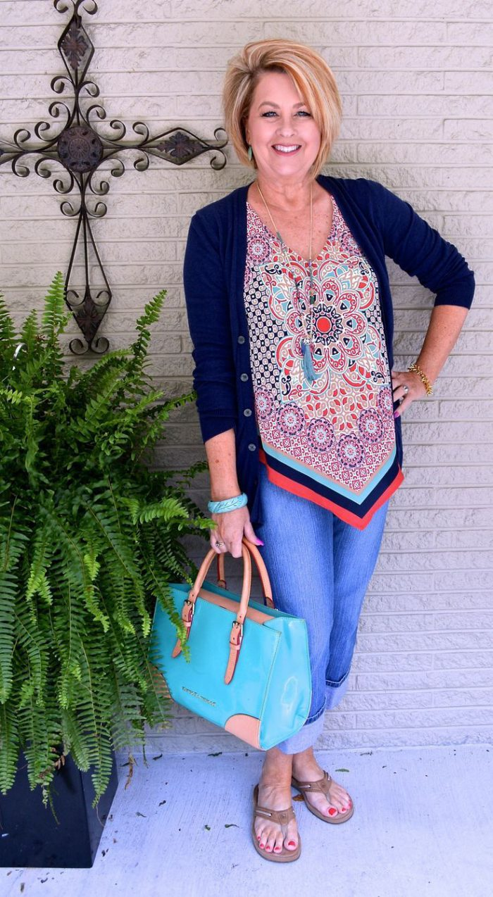 Outfit ideas for women over 40 2021
