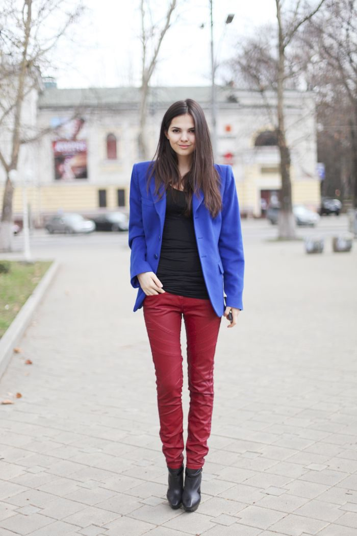 How to wear colored jeans in 2021