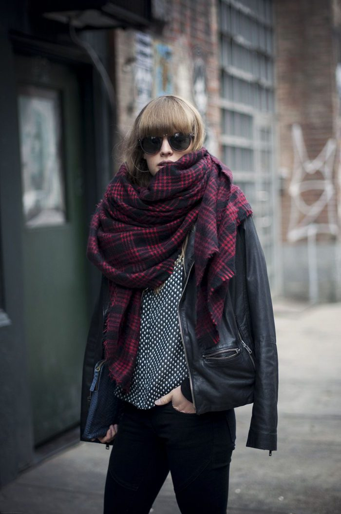 Which scarves should women wear this fall 2021?