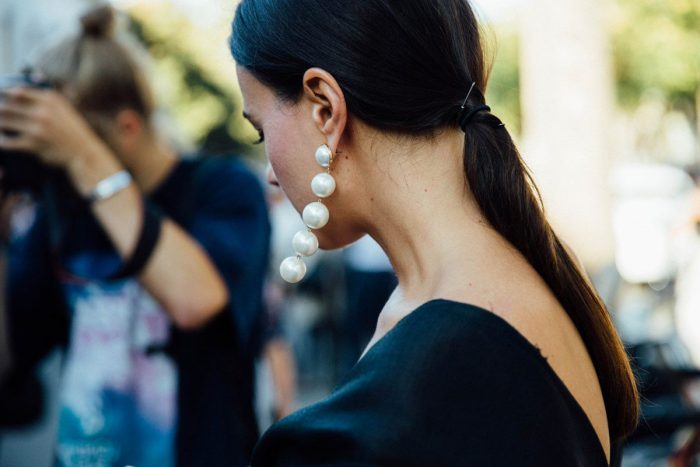 How to wear pearl jewelry in 2021