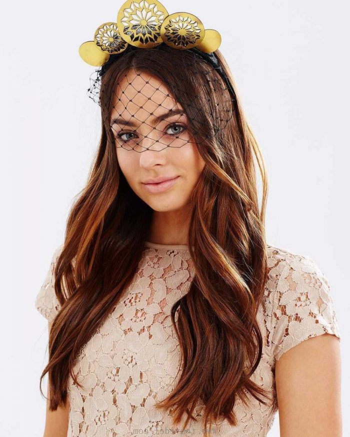 How to wear crowns on the streets in 2021