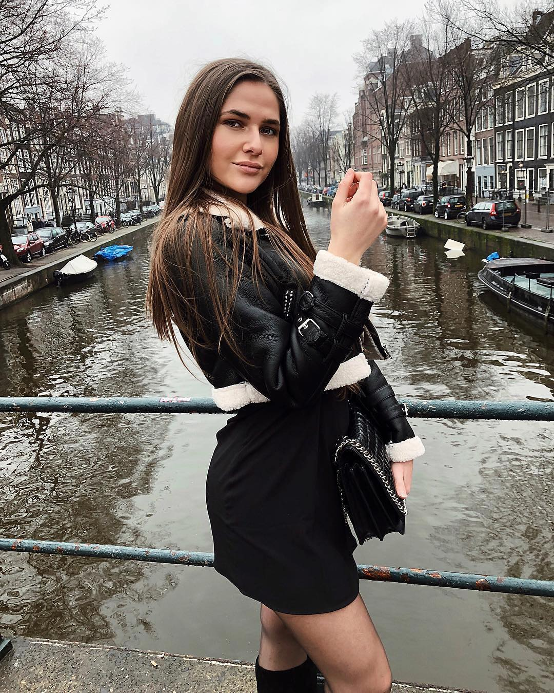 Short cut shearling aviator jacket in black and LBD for Amsterdam Walk In Fall 2021