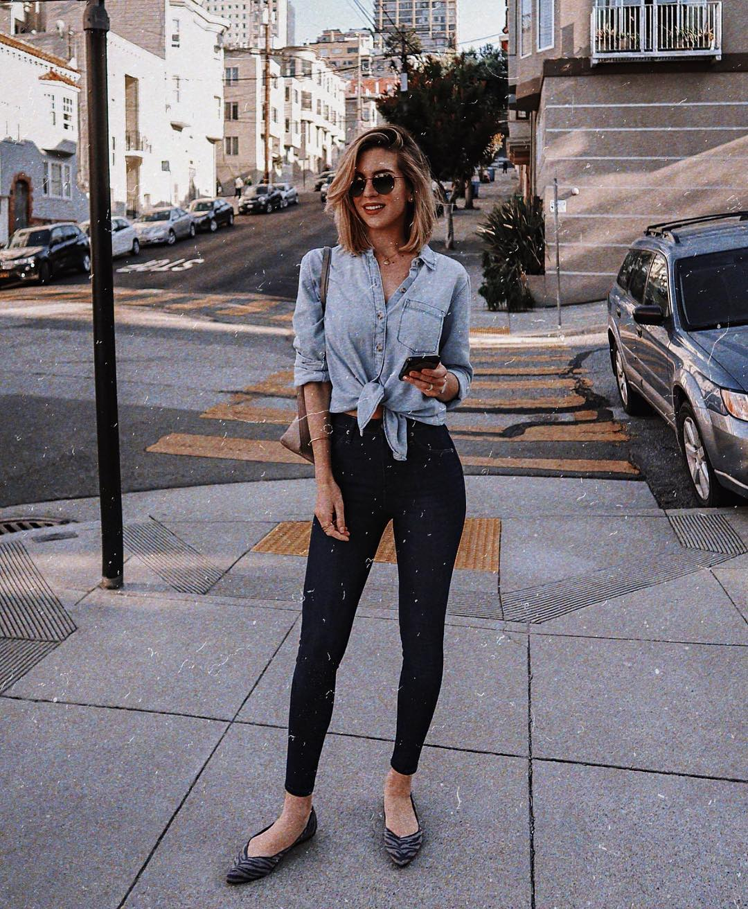 Front tie chambray shirt and black leggings for casual summer 2021