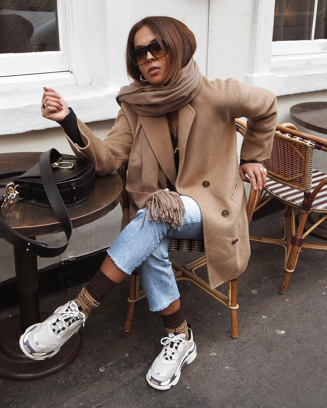 Gray-beige wool coat, slim jeans and trainers for autumn 2021
