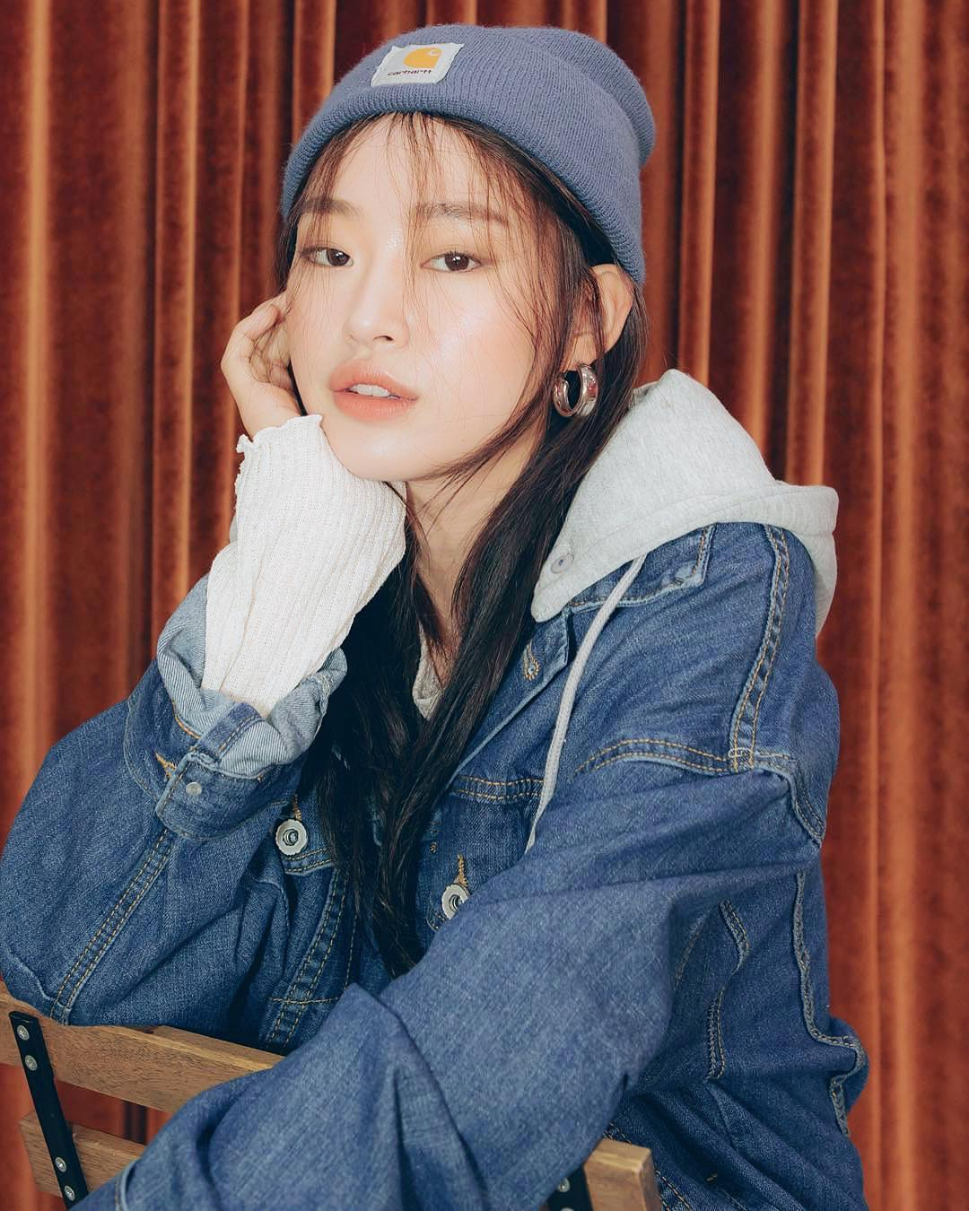 Gray hoodie with denim jacket in blue for autumn 2021