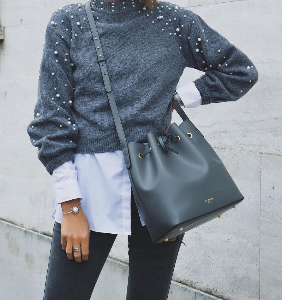 Gray sweater with white pearls and dark gray skinny jeans for fall 2021