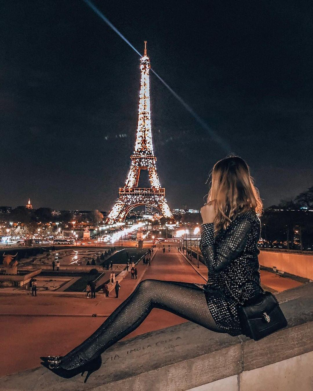 Sequin blazer dress and shiny tights: best Parisian outfit for summer 2021
