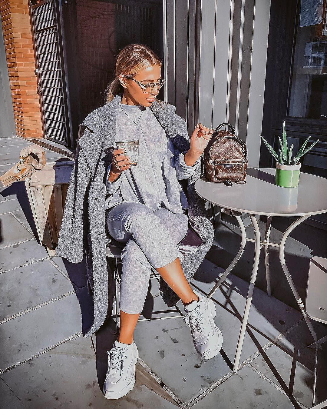 Urban Sporty Essentials: Everything in shades of gray 2021