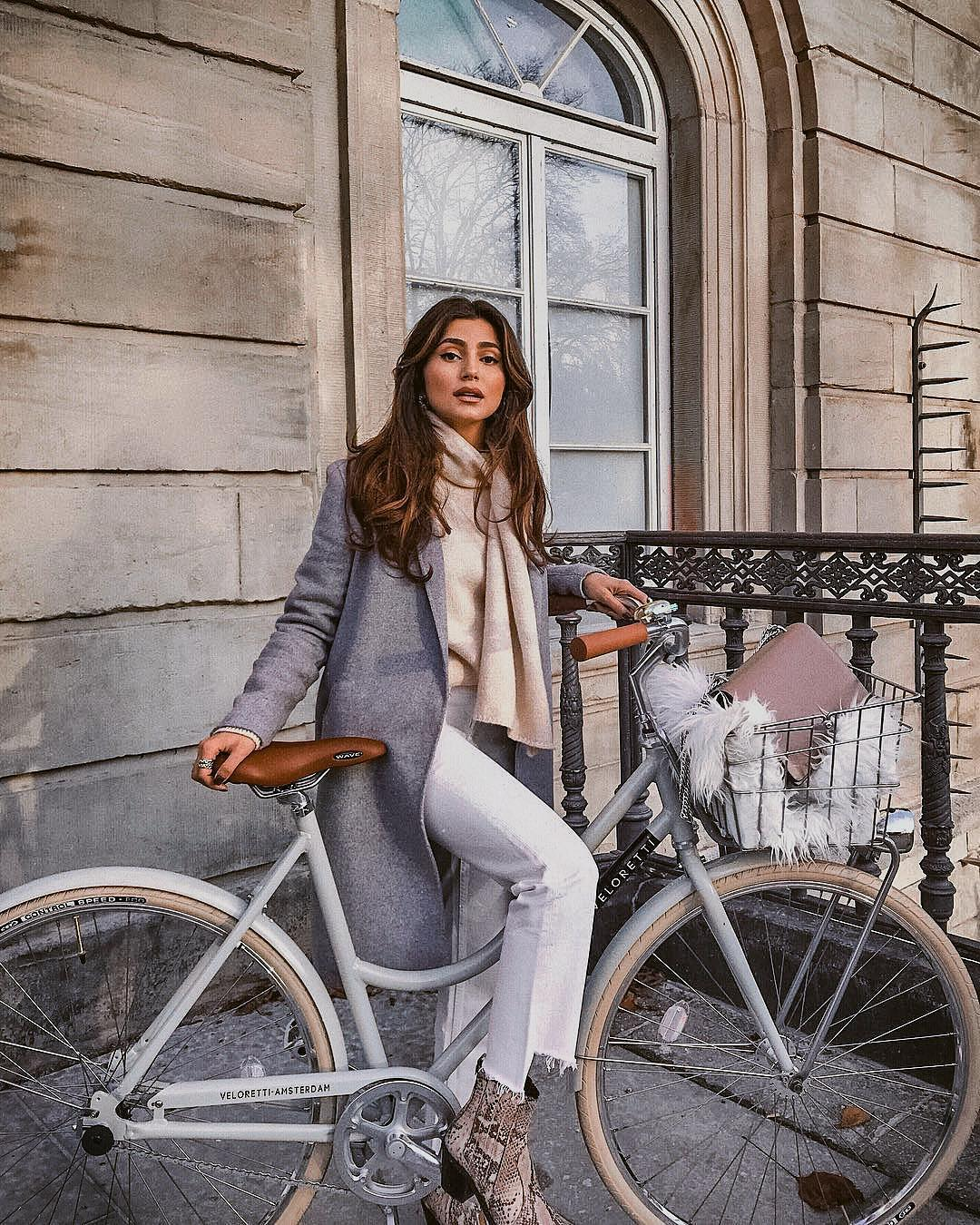 What to Wear in Fall Bike Rides to Look Elegant 2021