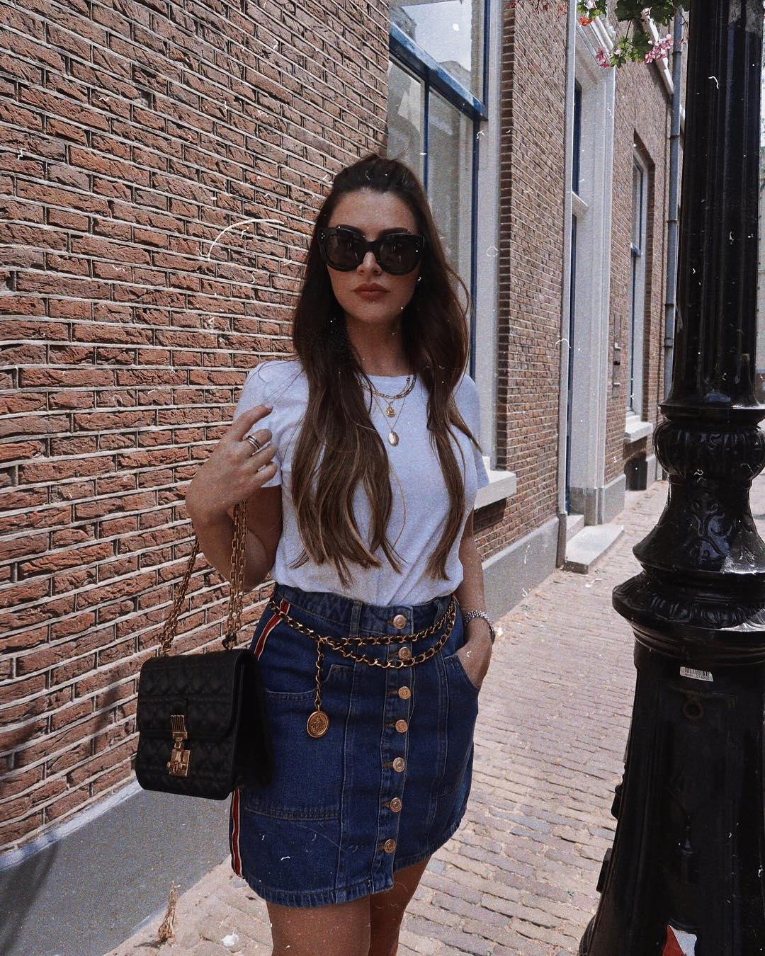 White t-shirt and denim skirt: simple summer day look 2021