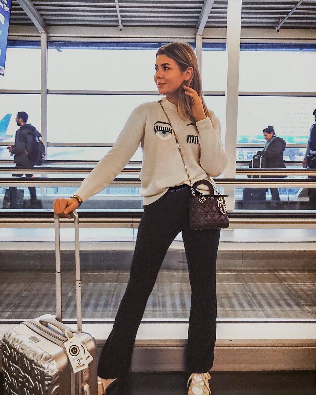 Airport Outfit: Cream Sweater, Black   Joggers And Camel Sneakers