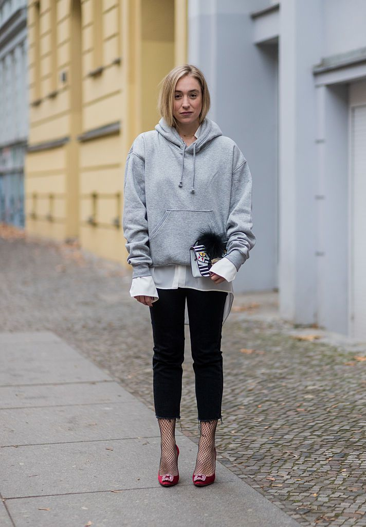 Grey Hoodie And Black Skinny Jeans Outfit