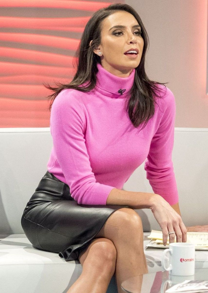 Pink Turtleneck Sweater And Glossy Black   Leather Pencil Skirt Outfit